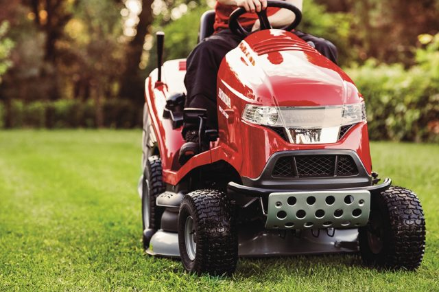 102cm Cutter Deck, Pro Spec Honda GCV 530 Engine With Variable Hydrostatic  Drive And Versamow™ Selective Mulching.